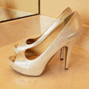 Chinese Laundry Shiny Silver Heels Sz 8M